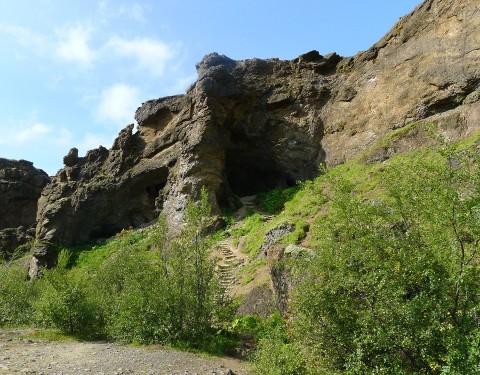 Wanderung durch eine Höhle zum Glymur